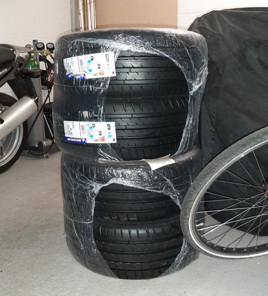 Michelin pilot sport 4 datsun 280z